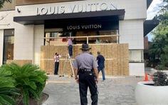 Nhiều cửa hàng ở Mỹ che kín như lô cốt vì sợ bị hôi của, phá hoại