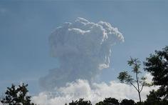 Núi lửa Indonesia phun trào 6km, cảnh báo hàng không mức cao nhất