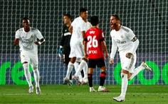 Ramos lập siêu phẩm đá phạt, Real Madrid trở lại đầu bảng