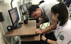 Lớp học giúp người khiếm thị 'online' học bài, tìm việc