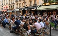 Dân Pháp đi uống cà phê sau cách ly đông vui như ngày hội