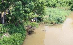 Trục vớt người đàn ông chết trôi bí ẩn trên sông Bé
