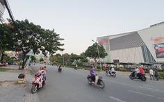 Bác tài Hà Nội lẫn Sài Gòn ngậm ngùi đợi khách