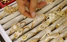 Giá vàng quay lại ngưỡng 1.700 USD/ounce, USD giảm mạnh