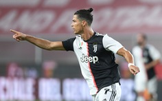 Ronaldo solo từ giữa sân và ghi bàn, Juventus thắng dễ Genoa