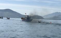Tàu câu mực bị đâm chìm, một người chết, bé trai 8 tuổi mất tích