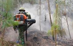 Rừng thông Nghệ An đang cháy dữ dội trong nắng nóng