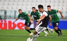 Ronaldo lập cú đúp phạt đền giúp Juventus thoát thua trước Atalanta