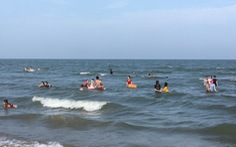 Hai người chết đuối lúc 5h sáng sau khi tập thể dục rồi tắm biển gặp nước xoáy