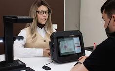 Nữ robot văn thư tại phòng tiếp dân ở Nga