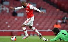 Thua ngược Arsenal, Liverpool vỡ mộng phá kỷ lục của Man City