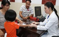 Việt Nam lần đầu phát hiện bé gái mắc bệnh 'mọc lông rậm rạp khắp cơ thể'