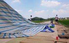 Dân dỡ lều, bãi rác Nam Sơn mở cửa trở lại