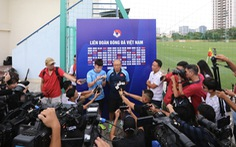 HLV Park Hang Seo từ chối trả lời về Văn Hậu