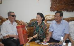 Chủ tịch Quốc hội thăm, tặng quà gia đình chính sách Quảng Nam