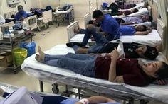 Hơn 100 công nhân nhập viện cấp cứu sau bữa cơm tối