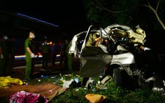 Xe khách 16 chỗ 'đấu đầu' xe tải trong đêm, 8 người chết, nhiều người bị thương