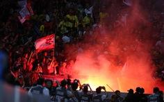 CLB Hà Nội bị phạt 40 triệu vì để CĐV Hải Phòng đốt pháo sáng trên sân Hàng Đẫy