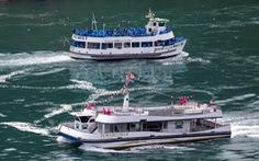 Đối lập ở thác Niagara thời COVID-19: Tàu Canada 6 người, tàu Mỹ đông chật