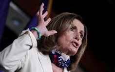 Chủ tịch Hạ viện Mỹ gọi virus corona là 'virus Trump'