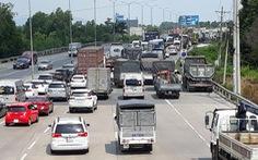 Du khách ùn ùn đi Vũng Tàu, xe nhích 'từng cm' gần hết quốc lộ 51