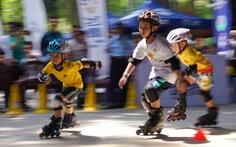 300 vận động viên nhí đua trượt patin ở Đầm Sen