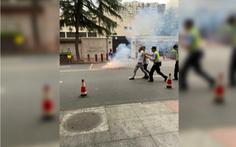 Bắt một người Trung Quốc đốt pháo trước tổng lãnh sự quán Mỹ ở Thành Đô