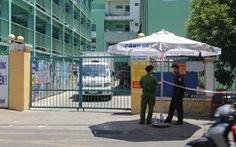 Một số bệnh nhân và người nhà leo rào rời Bệnh viện Đà Nẵng trước giờ cách ly