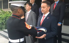 Tổng lãnh sự Mỹ nghẹn ngào từ biệt người dân Trung Quốc, chủ báo Hoàn Cầu mỉa mai