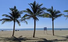 Bãi biển Đà Nẵng không một bóng người vì COVID-19