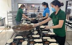Phải đóng cửa vì COVID-19, chuỗi nhà hàng nấu 800 suất cơm mỗi ngày tiếp sức bác sĩ