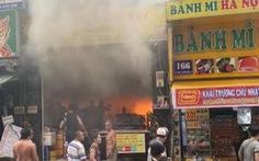 Cháy quán cơm trong khu phố Tây Sài Gòn, kịp cứu 7 người mắc kẹt