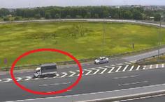 Nữ tài xế đi lùi xe tải hơn 1km trên cao tốc Hà Nội - Hải Phòng