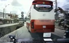 Xe khách chèn ép, không nhường đường cho xe cứu thương