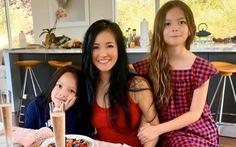 Hồng Nhung và hai con từ Mỹ về, lạc quan vui vẻ ở khu cách ly Quảng Ninh