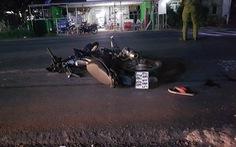 Xe máy tông mẹ ẵm con đi bộ, 3 người chết