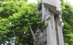 Tượng đài 'Quyết tử để Tổ quốc quyết sinh' bị bong tróc, xuống cấp
