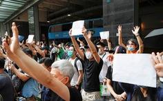 Sách của những nhà đấu tranh dân chủ bị rút khỏi thư viện công cộng ở Hong Kong