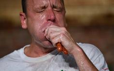 Cuộc thi ăn hot dog náo nhiệt bất chấp COVID-19, nhà vô địch xơi 75 chiếc