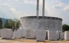 Suy nghĩ về tượng đài 48 tỉ đồng ở huyện nghèo