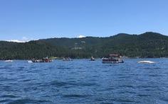 Hai máy bay va chạm rơi xuống hồ, 2 người chết và 6 người mất tích