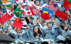Du học sinh tại Mỹ có nguy cơ bị trục xuất nếu trường dạy 100% online