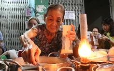 Gần nửa thế kỷ với 'quán chè đèn dầu' giữa Sài Gòn