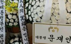 Tổng thống Hàn Quốc bị chỉ trích vì gửi hoa viếng mẹ của tội phạm tình dục