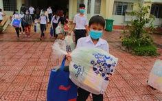 Học sinh Vĩnh Long nhận học bổng 'Ủng hộ nông sản Việt'