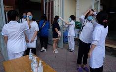 Những 'chiến sĩ áo trắng' hỗ trợ thi tốt nghiệp THPT 2020