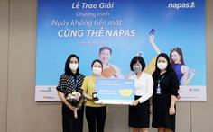 Napas trao giải cho khách hàng trúng thưởng chương trình 'Ngày không tiền mặt cùng thẻ NAPAS'