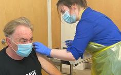 Tác giả của vở nhạc kịch Phantom of the Opera tình nguyện thử vắc xin