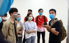 Tình nguyện viên chống dịch COVID-19: Vào hiểm nguy tìm 'bài học lịch sử'