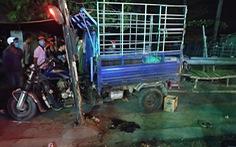 Xe lôi mất lái tông chết bé gái 4 tuổi đang ngồi cùng cha mẹ